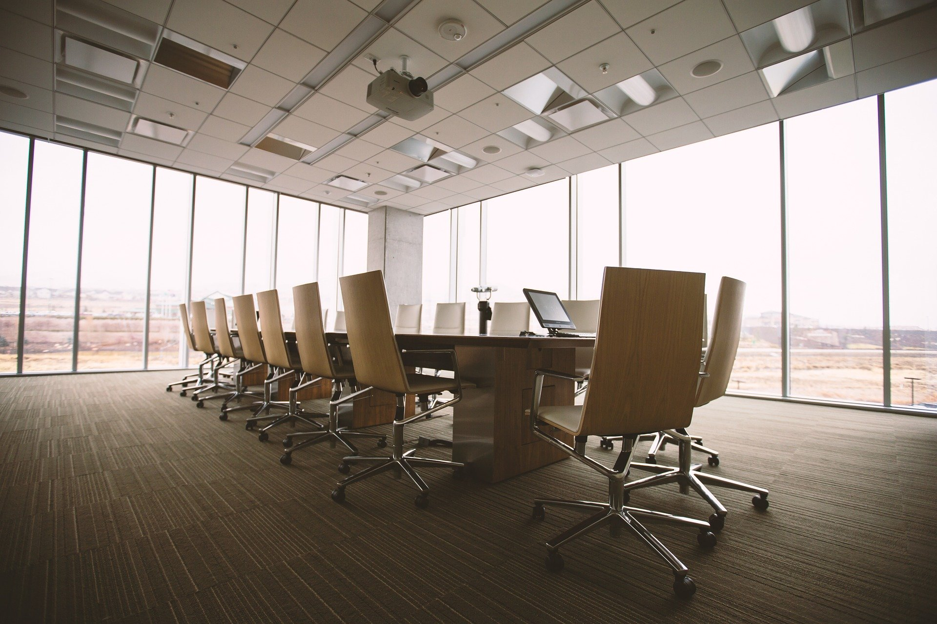zasedaci mistnost zasedacka konference kancelar