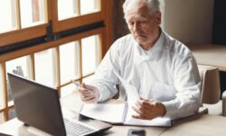 Přibývá lidí ve věku 62 let+ hledajících práci